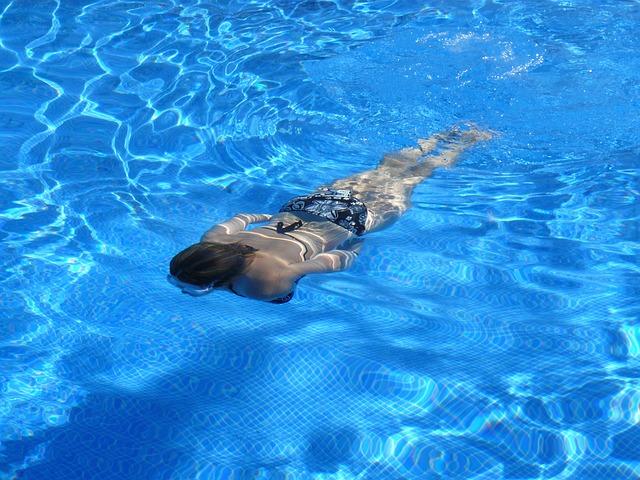 בריכות שחייה ביתיות