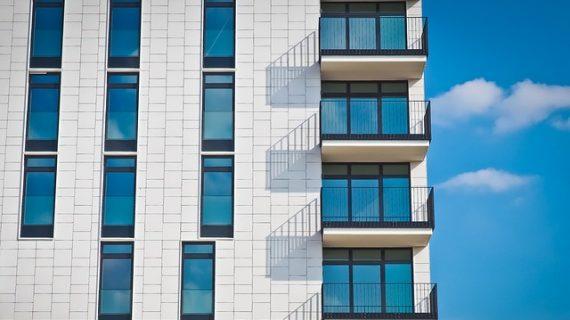 הוספת מרפסת למבנה – מתי וכיצד עושים את זה