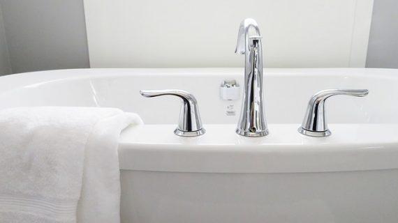 תיקון אמבטיה בזול – למי לפנות?