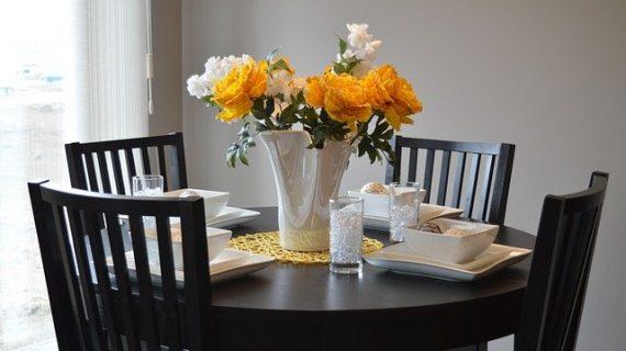 כיצד לעשות סטיילינג לשולחן אוכל?