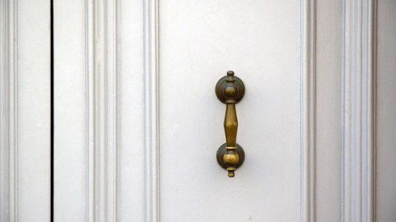טפט לדלת