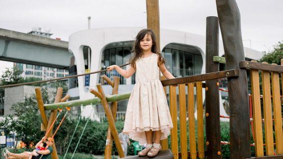 אילו מתקני חצר נחוצים בגני ילדים?